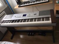 YAMAHA DGX-640 PIANO KEBOARD - 88 Weighted Keys IN GOOD WORKING CONDITION