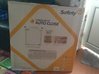 safety 1st u pressure fit auto close stair gate new