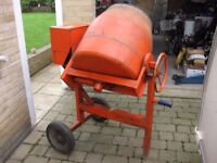 Belle Cement Mixer, Briggs Statton Petrol Engine with detachable drum.