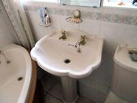 Cream bathroom suite,