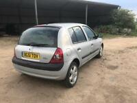 Renault Clio mk2 breaking for parts silver