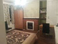 Large Double Room in ChalK Farm with a balcony - Camden Area NW3