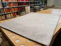 New silver rug 6ft'8'x 5ft'8