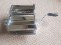 Pasta Machine With Adjustable Roller & 2 Cutting Rollers
