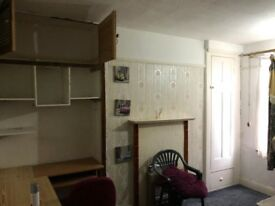 need urgent tenant for double room gantshill station 2min walk