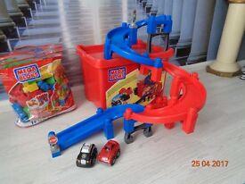 Mega bloks fast tracks garage with 2 cars + bag of 70 asst bricks