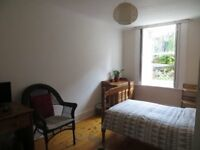 Bright, peaceful, single room in terraced flat in leafy Dowanhill