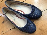 Johnnie b (Boden) pair of pumps in EU size 35