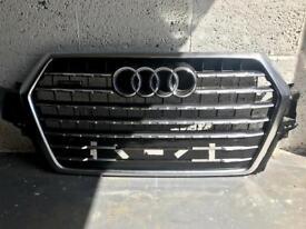 Audi Q7 front bumper grille