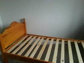 wood frame bed single
