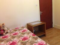 Close to Stratford Westfield -Double room Rent professionals / Females