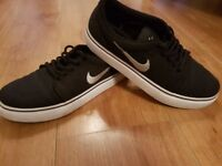 NIKE SB SHOES TRAINERS UK SIZE 5.5