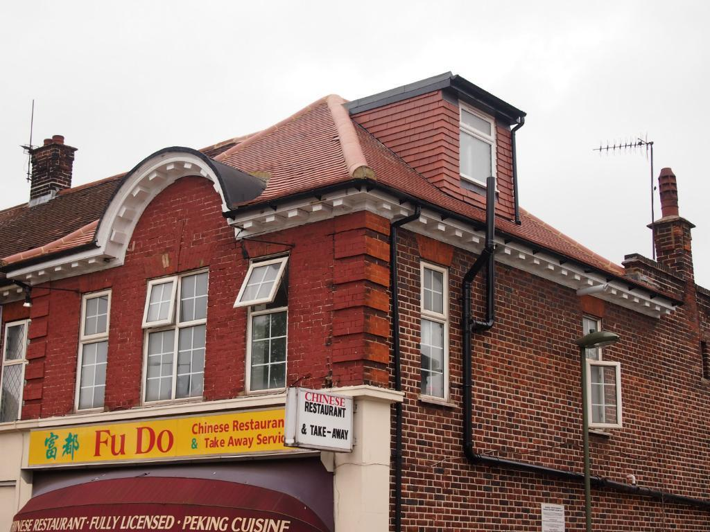 A modern 1st floor 1 bedroom flat in Greyhound Hill, Hendon NW4 near Middlesex University £1083pcm