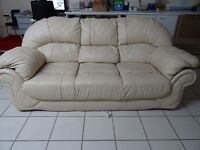 Luxuary Cream Italian Leather Good Quality Excellent Condition 3 Seater Sofa
