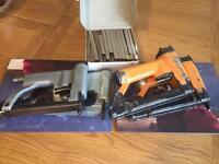 Upholstery staples gun