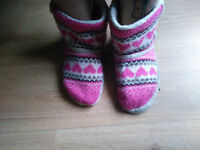 Trashed slippers booties, size 5