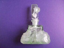 VINTAGE/ANTIQUE GLASS PERFUME BOTTLE