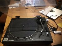Technics 1210 Direct Drive Turntable Mint Condition with Lid, Ortofon Cart & Needle