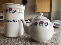 BHS teapot and biscuit jar set, very good condition