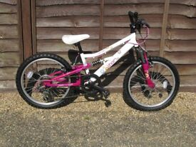 Girls Mountain Bike suitable for 6 - 8 yr old. Excellent Condition.