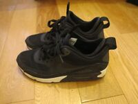 Nike Snakeroot trainer shoes Size UK6 Black and White