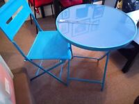 Excellent condition Garden Table & Chairs! Sturdy and beautiful colour!