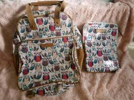 Accessorize rucksack with detachable iPad holder