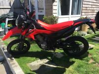 RED HONDA CRF 250M SUPERMOTO, 2014 MODEL WITH 3370 MILES