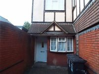 Watford Junction large 1 bed apartment with own garden