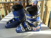 LANGE L10 RACE FIT SKI BOOTS IN EXCELLENT CONDITION - UK SIZE 7 TO 7.5