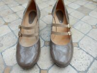 Ladies Size 39 Patent Leather Court Shoes