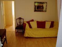 Beautiful double bed ground floor maisonette in Bedfont