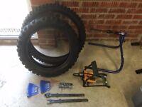 Bead pro tyre levers, plastic rim protectors, foot pump, motion-pro wheel truer/tyre balancer