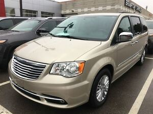 2016 Chrysler Town & Country Touring,