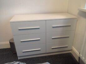 6 draw white bedroom unit