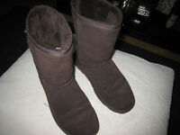 "Size 7 ""Pawz""Ladies Boots/Shoes.Fur Lined.Suede Uppers"