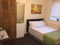 Lovely double room in Morden