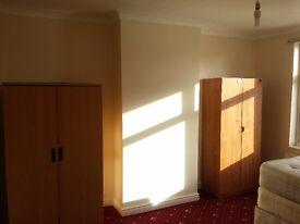 DOUBLE ROOM TO RENT IN KINGSBURY