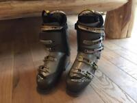 Salomon Men's Size 9 Ski Boots
