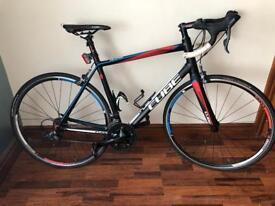 Cube racer bike