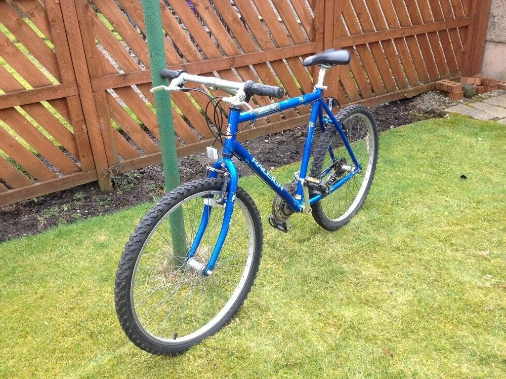 RALEIGH, BIKE/CYCLE, It is in excellent condition, 18 gears, 20 inch frame, 26 inch wheels, quick
