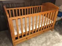 Disney Winnie the Pooh 2-in-1 Convertible Cot
