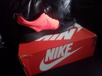 BLACK AND PINK NIKE TRAINERS SIZE UK 12 with box