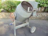 Belle Maxi Concrete Mixer with Briggs and Strattan engine