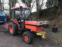 KUBOTA l2850 compact tractor with transport box