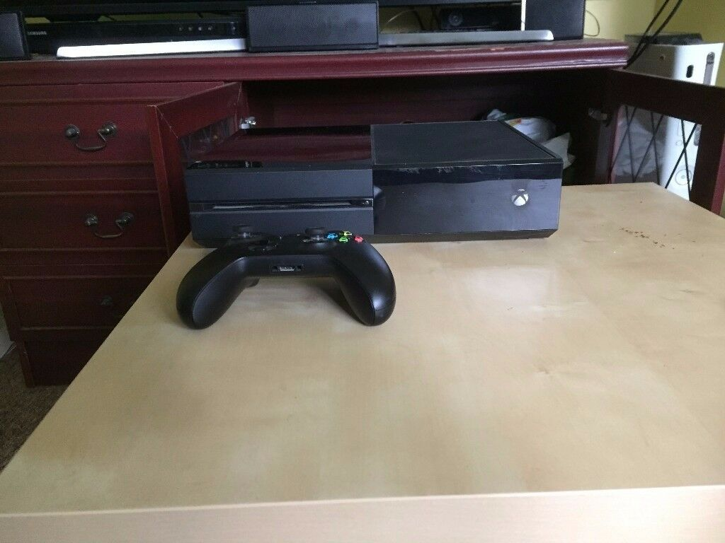 Xbox One 500GB with 5 games and kinect sensor