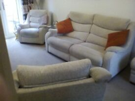 Parker Knoll 3 piece suite. 3 years old, VGC. Beige.