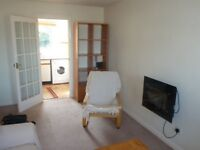 ** deposit taken ** Bright modern 2nd floor flat with private parking beside Pilrig park Leith