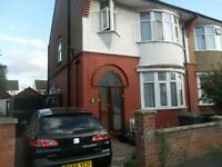 3 BED HOUSE ICKNEILD AREA, NEWLY DECORATED!!