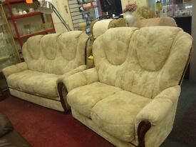 Cream patterned 3 & 2 seater suite